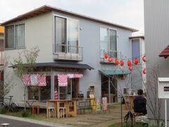 この辺り(Bonus Track)には  レストランが並んでいます  【胃袋にズキュン はなれ】  https://hineru.co.jp/shop/hanare/