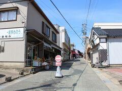 おはようございます。 3日目 金沢駅前でレンタカーを借り、 いざ東尋坊へ! 11時に到着、観光客もまだまばら。
