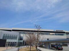 ★11:12 2駅先の「黒部宇奈月温泉」で新幹線を下車。すぐ近くに富山地鉄の「新黒部駅」があり、地鉄電車の1日フリー切符を購入。それでもなお時間が余っているので徒歩移動開始!