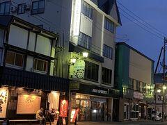 今晩お世話になるスキーハウス湯沢 1階が、スキーレンタルショップ。 すごく流行っていました。 めちゃくちゃ親切な店員さんです。