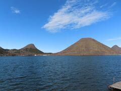 【榛名湖 高崎 2021/04/05】  榛名神社の後は、榛名湖へ行きました。 湖畔には、誰もいませんでしたが、湖も山々綺麗で素敵でした。 住所:〒370-3348 群馬県高崎市榛名湖町