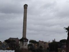 フォカスの記念柱。東ローマ帝国のフォカスを記念してたてられた柱です。1世紀から2世紀のものだと推測されています。これほどの高い柱が折れることなく現在も見られるというのはとても貴重だと思います。
