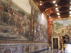 コンセルヴァトーリ・クレメンティーノ宮殿というのはカピトリーニ美術館という名称となる前の宮殿時代の呼び名です。  さっそく美しい壁画で囲まれた部屋に来ました。