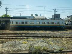 途中の主要駅・下館駅に停車。  下館駅では関東鉄道常総線と真岡鉄道線に乗り換えができます。  常総線は取手と下館を結ぶ路線で、取手~水海道間はなんと複線非電化。  ぜひ乗ってみたい路線ですね~