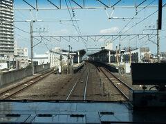 宇都宮線(東北本線)、唯一の茨城県駅、古河駅に停車。  古河駅は高架2面4線駅で、当駅始発終着の列車も多いです。