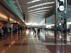 第二ターミナル。 人が多いとまではいかないな。