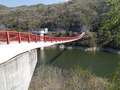 夢吊橋まで歩いている途中、ウグイスの鳴き声が聞こえました。のどかで気持ちの良い散策です。