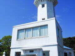 日本初の近代灯台。 地震で二度損壊しており、現在のものは1925年、大正14年のもの。 大正時代とは言え立派なものです。
