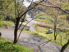 久保田亭~芳徳寺  写真中央の茶色の3階建ての建物が「久保田亭」です。