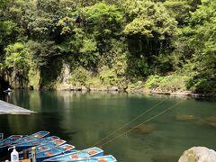 先ずは貸しボートに乗って渓谷を川面から観ます!