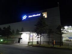 22:24 皆様、こんばんは。 北海道の苫小牧東港.新日本海フェリー周文ターミナルにやって来ました。