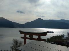 夕暮れの「中禅寺湖」  お宿のお部屋からの眺めです