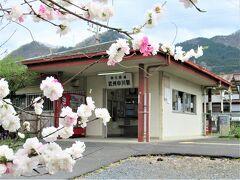 12:31 「武州中川駅」着。 清雲寺は駅を出て左に行くように案内看板が立っています。