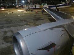 R/W32Lに着陸。 伊丹空港定刻に到着。  以上で帰路につきました。
