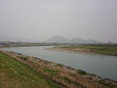 あっと言う間に対岸です。岐阜城が建っている金華山を眺めることができます
