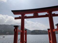 チェックアウト後、箱根神社に来ました。昨年来れなかったので2年ぶりです。  水中鳥居に初めて来ました!