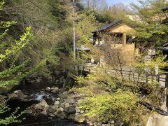 丸鈴橋という橋から振り返ったところ!  まだ時間帯も早いせいか食べ物屋さんは開店前のところも多かった(^_^;)