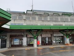 南魚沼までは、国道253号が便利です。  途中の「道の駅 まつだいふるさと会館」。 ほくほく線のまつだい駅隣接です。