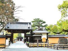 鹿苑寺(金閣寺) https://www.shokoku-ji.jp/kinkakuji/  喜shinからすぐ目と鼻の先、近年お色直しした金閣寺へ。