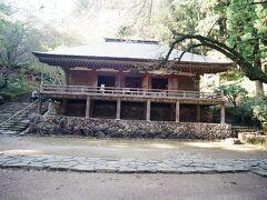 室生寺金堂。