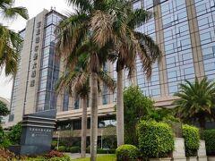 こちらが今日の宿泊ホテル「宝龍プルマンホテル」。湖の中洲みたいなところにある。地下鉄2号線の湖浜中路駅からも歩いていける距離にある。