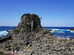 越前海岸はもこもこの奇岩があちこち。これが東尋坊まで続いてるですね。