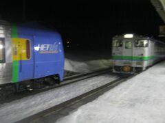 で、和寒駅に到着。  丁度、20時59分の列車交換に立ち会うことが出来た。  ホント、ギリギリだったけど…。 (つまり、和寒駅に到着したのは20時58分頃)