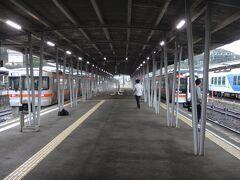 名古屋から快速みえに乗って鳥羽へ着いた。 これで参宮線を完乗。 これから松阪まで戻って名松線に乗る。【その1】でご紹介したが、松阪までは近鉄特急でワープする。