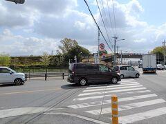 本来の曲道が見えてきました 国道17号と「さきたま緑道」・「花の里緑道」の交差地点