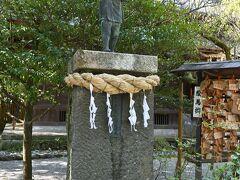 境内には、有名な薪を背負って歩きながら本を読む姿の銅像も。 自分が子供の頃どうだったかと振り返ると・・・(汗)
