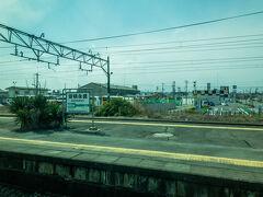 郡山の隣駅、安積永盛駅に到着。  当駅で、東北本線と分かれ、いよいよ水郡線に入ります。  安積永盛駅、地味に難読駅名で、「あさかながもり」と読みます。