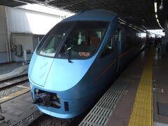 往路は朝早かったので新幹線を利用しましたが、復路は特に急ぐ必要もないため、小田急ロマンスカーに乗ることに。  上り列車は基本的に新宿駅行きですが、この「メトロはこね号」は東京メトロ千代田線へ直通運転し北千住駅が終点となる変わり種で、運転本数が少ない中、ちょうどいい時間帯の便があり、今回はこちらをチョイス。