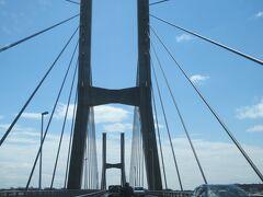 ナビに従って車を走らせたら、潮来ICで下車。県内から出ないようにするつもりだったのに茨城県経由で銚子を目指すことになりました。銚子大橋を渡ります。
