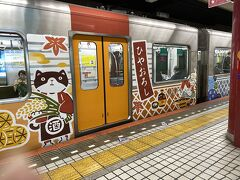 上本町駅からは近鉄奈良線に乗車 こんな可愛いラッビング電車