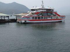 停泊中のみやじま丸は運休でした。フェリーに乗船した後、広電に乗って、広島市内へ向かいます。