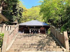 高来神社です。  駐車場は東側にあり、きれいなトイレもあります。