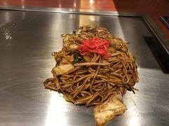 お昼を食べる時間はあまりありませんでしたが、やはり関西らしい食べ物を食べて帰らないわけにはいかないでしょう。というわけで天王寺駅の駅ビルのお好み焼き屋さん「ゆかり」に入りました。