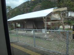 伊勢竹原。 いい感じの木造駅舎。