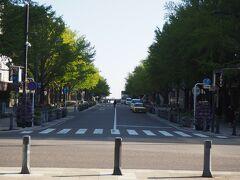 日本大通りから海へ。