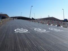 横浜港大さん橋国際客船ターミナルへ寄り道。