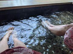 お風呂上りは浴衣に着替えて、足湯につかりながらビールでも。。と思っていたのにたまだれ庵、15時閉店でした(T_T) しかたがないので足湯だけ。