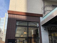 今夜泊まる「JR東日本ホテルメッツ水戸」です。駅北口からも近いのですが、入り口に至る道が狭くて、配送車などの駐車場出入り口になっていて、わかりにくかったです。