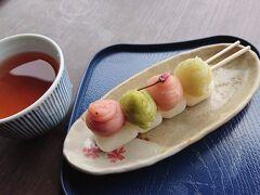 三溪園茶寮 四色だんごの「春恋だんご¥300」を注文。四色の餡の色が鮮やかで美味しいです。   春恋と春来いと掛けてますか?