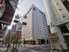 さて今回のお宿はこちら「リソルトリニティ博多」です。中洲川端駅から歩いて3分くらいのところにあります。こちらのホテルも大浴場がついているのが決めてでした。