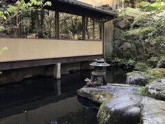 こちらは黒川荘内にある宿泊者以外も利用できる食事処!  前の池には鯉も泳いでた(^_^)