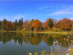 そして秋は、紅葉ですねー。こちらは、飯山市の北竜湖です。