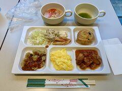 2日目。  二日酔いも無く、すっきり目覚めて朝食会場へ♪  ビジネスホテルですが、品数も割と豊富で沖縄そばもあり、朝からお腹いっぱいになりました!
