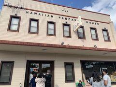 アメリカンビレッジを後にして向かったのは、万座毛の近くにあるハワイアンパンケーキハウス パニラニさん♪  台風やお休みで過去2度フラれているお店にやっと行くことができました!