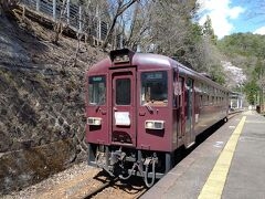 12:30 1両編成の列車に乗って、中野駅まで30分ほど列車の旅を楽しみます