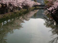 仁王門通りの慶流橋からの穏やかな朝
